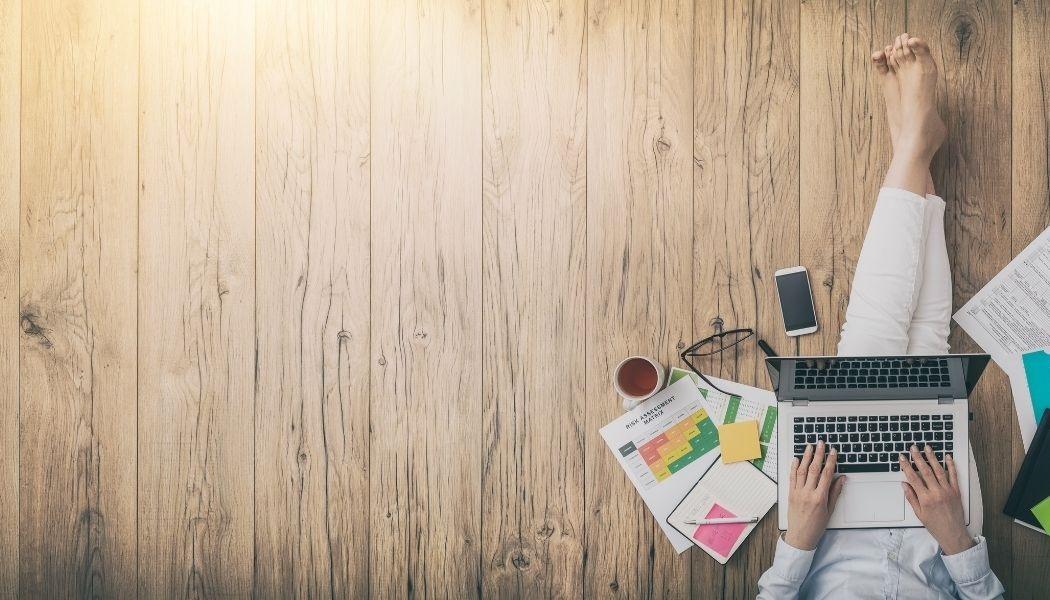 Gedeeltelijk thuiswerken blijft de norm, wat zijn de 4 belangrijkste zaken die werkgevers nu moeten regelen?